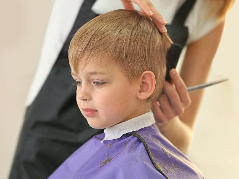 Conseils pour le premier rendez-vous d'un enfant chez le coiffeur